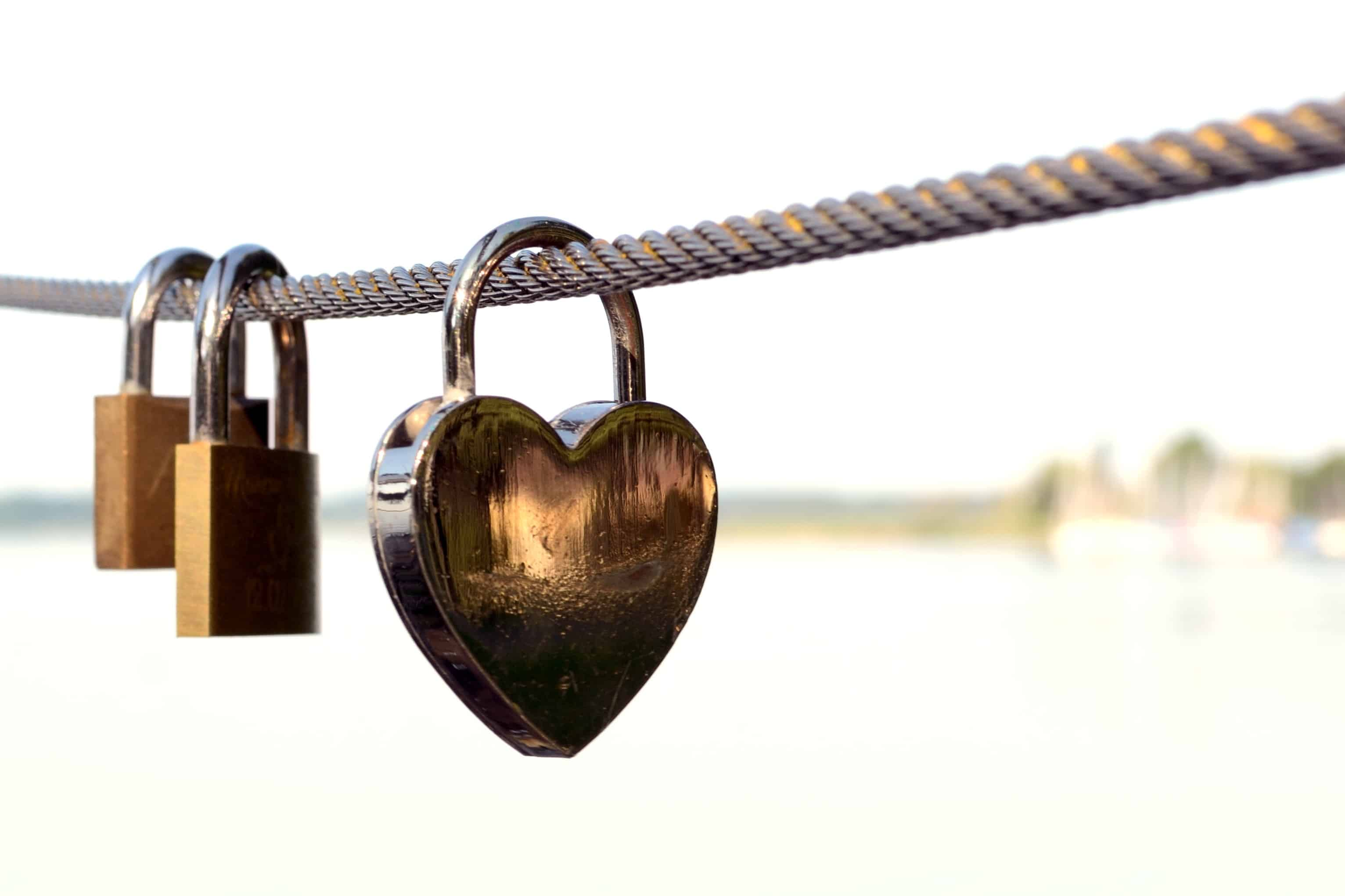 rope with heart locks on it